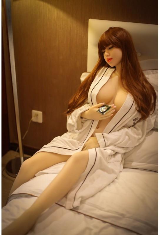 Love Doll endormie en TPE 158cm - Aglae